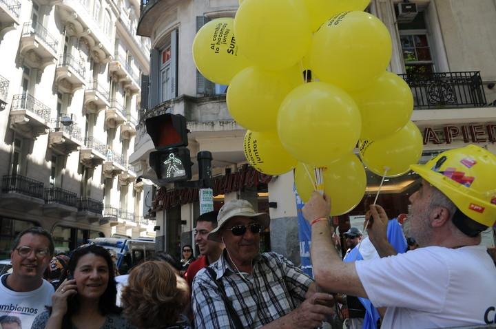 El color amarillo con el que se identifica Cambiemos, también fue quitado en algunas provincias, para las elecciones locales. Foto Emiliana Miguelez