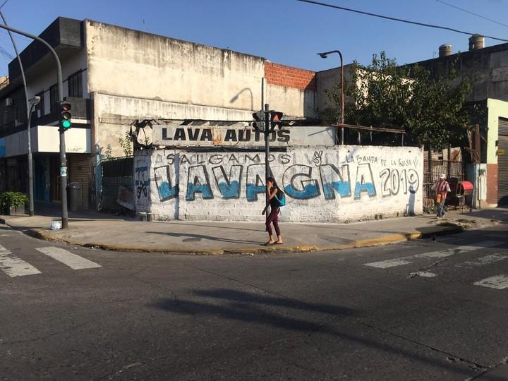 """Pintadas de """"Lavagna 2019"""" en distintos puntos del Conurbano bonaerense."""