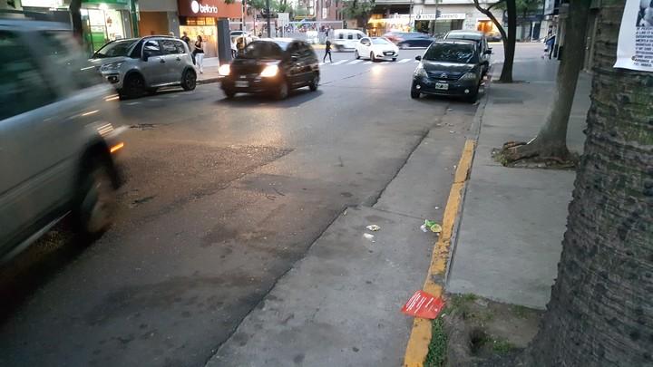 Se mantienen las prohibiciones generales para estacionar del Código de Tránsito. En cambio, se puede estacionar en ambas aceras de las avenidas donde habitualmente está prohibido de 7 a 21.