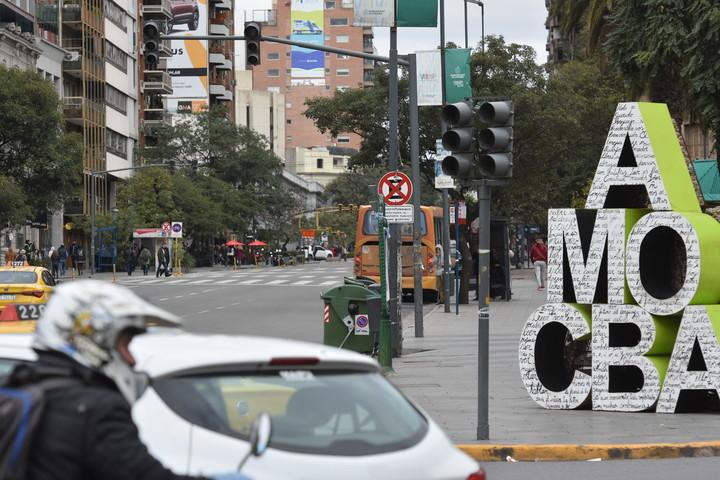 Todos los barrios de la ciudad quedaron sin semáforos. Hacia las 17 del domingo, el 80% se había restablecido.