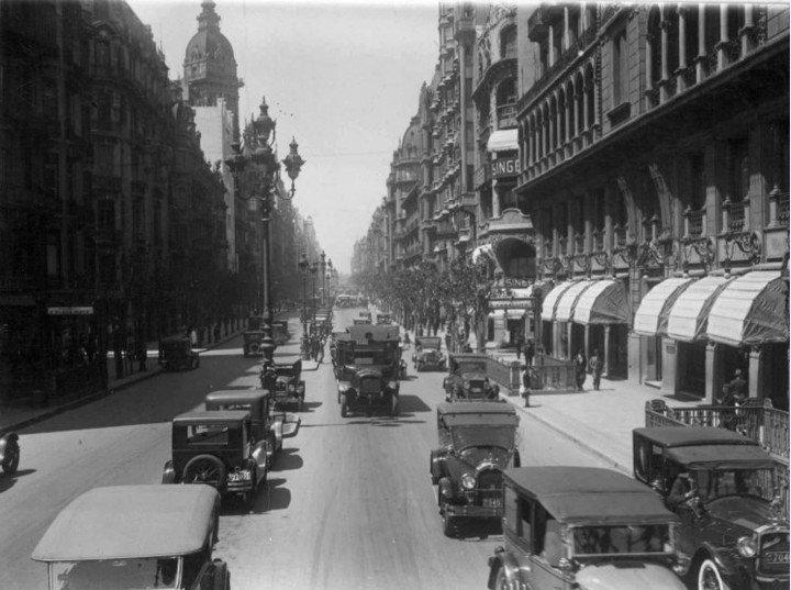 Imagen histórica de la Avenida de Mayo.