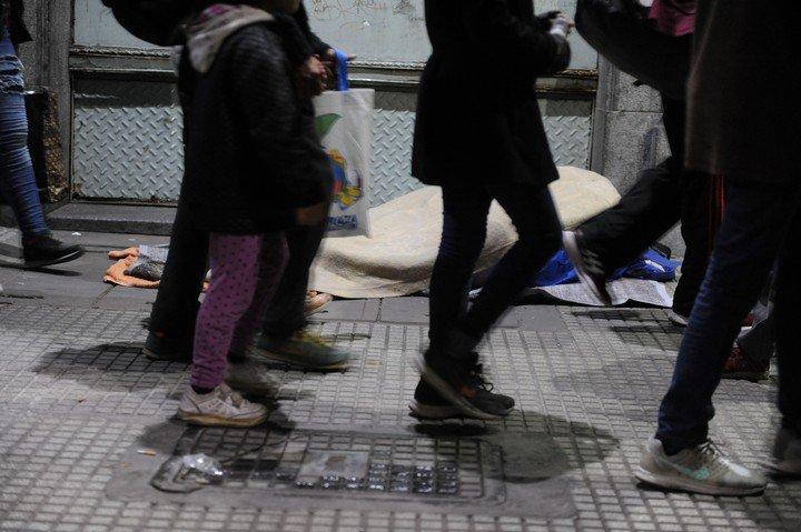 Según las estadísticas oficiales, en la Ciudad hay 1.146 personas que viven en la calle. Foto: Martín Bonetto