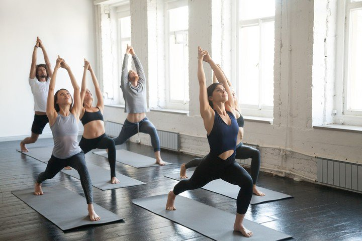 El yoga y la meditación son buenas opciones para combatir el estrés.
