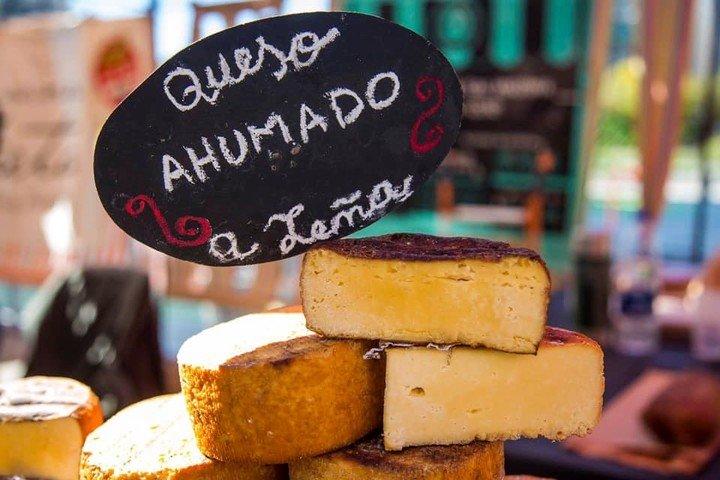 Queso ahumado a leña. Una de las delicias que podrán probarse este sábado en Buenos Aires Market edición Palermo.