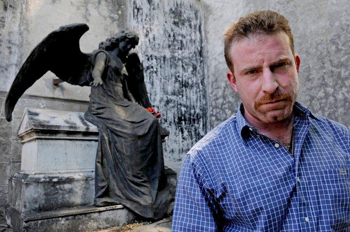 "Hernán Vizzari, investigar de asuntos funerarios. ""Esta plaza es un sacrilegio"". Foto Pepe Mateos"