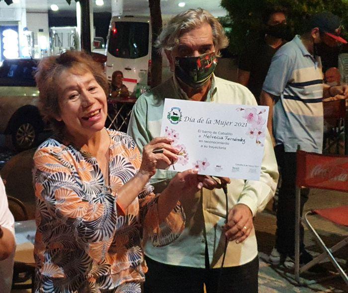 Helvecia Fernández recibió su diploma.